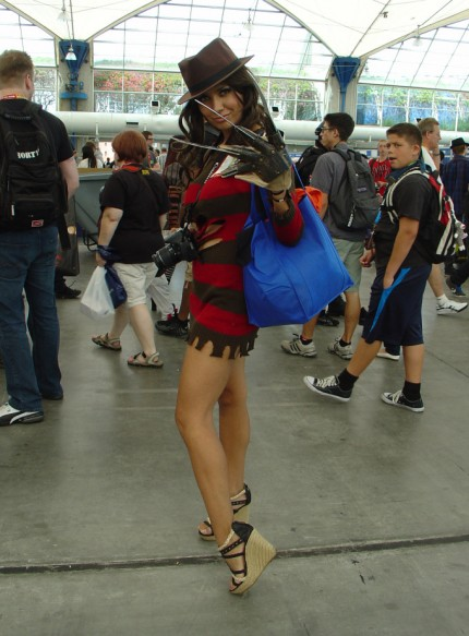 A female Freddy Krueger... nice.