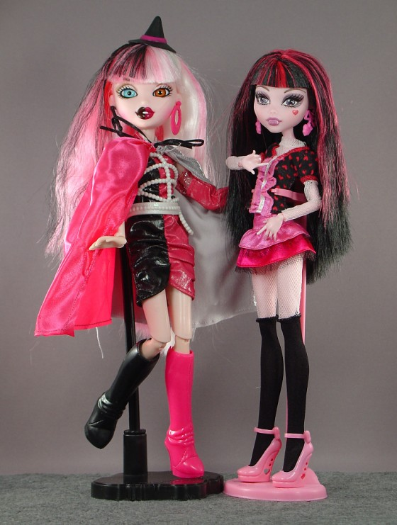 Cloetta and Draculaura are pink pals!